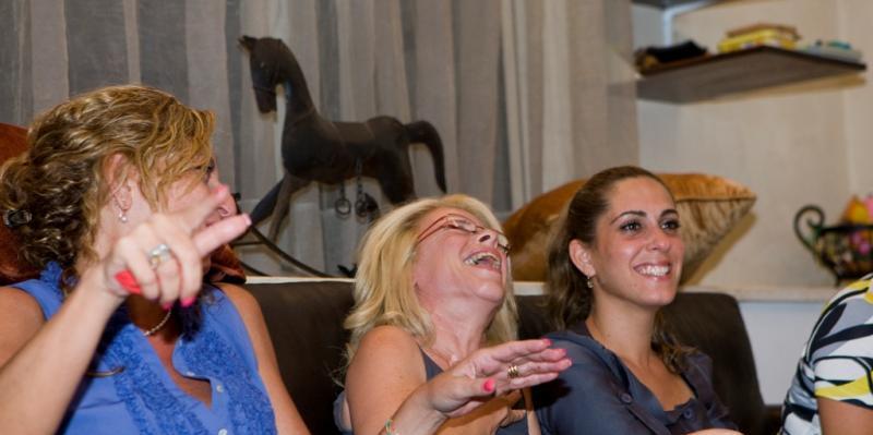 סדנאות הומור סדנאות צחוק - עם שלומי אלגוסי